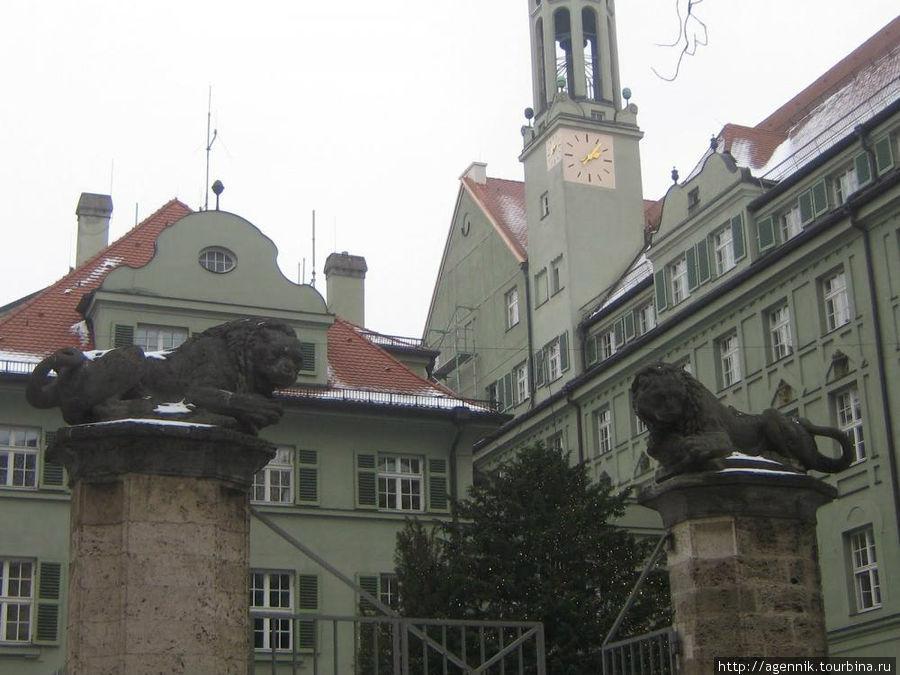 Управление полиции в бывшем монастыре августинцев