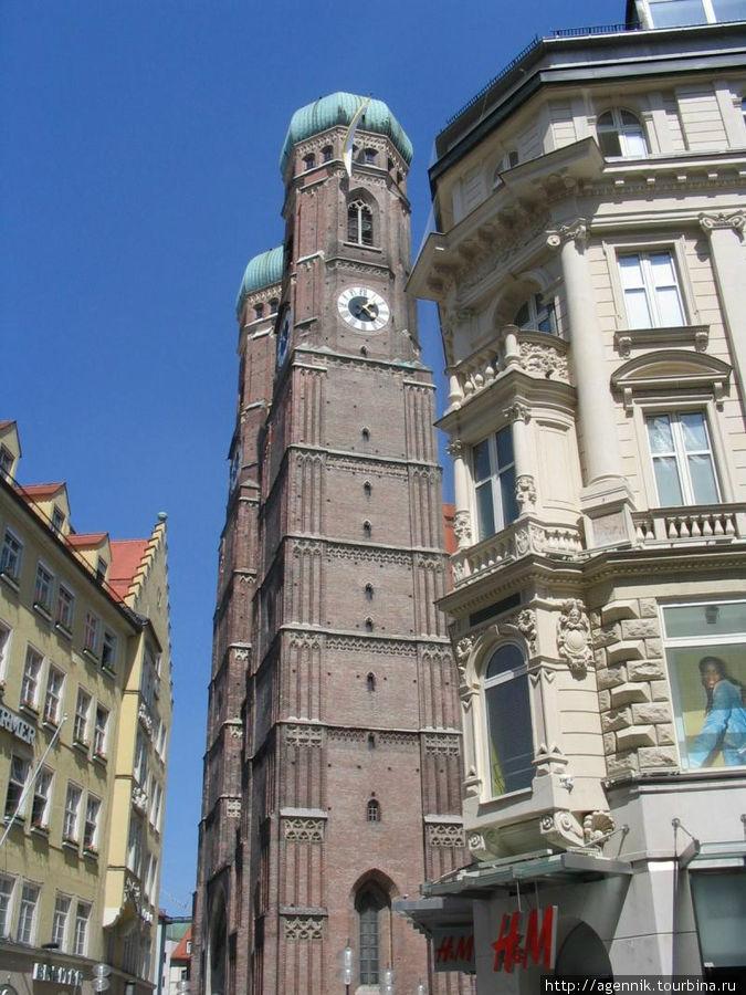 Высота башен — около 100 метров