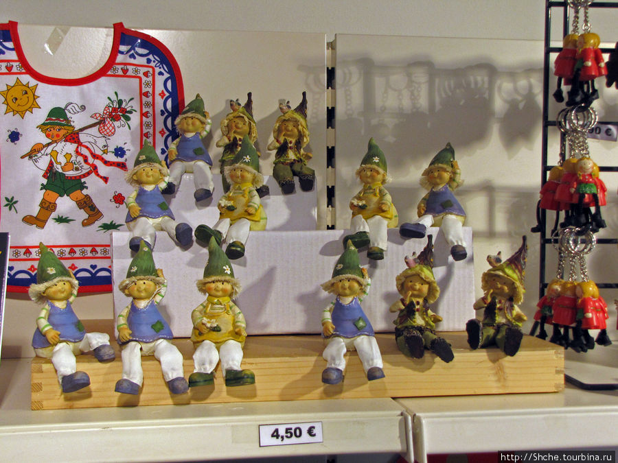 австрийский сувенир — звейги, местные лесные человечки