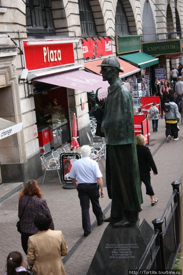 Лондон. Памятник Шерлоку Золмсу около Бейкр-стрит