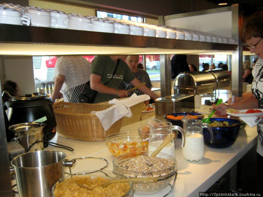 Завтрак в отеле — шведский стол (с 7 до 10 утра), входит в стоимость номера.