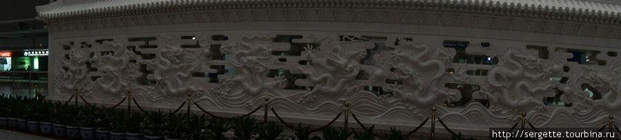 Китайская стена в Пекинском аэропорту