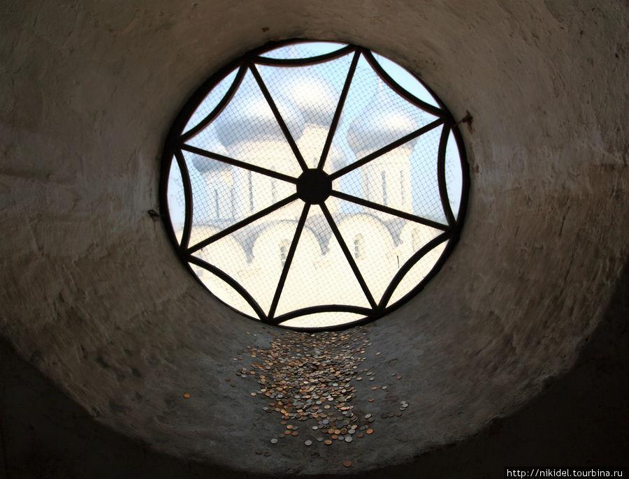 Монетки на счастье в колокольне