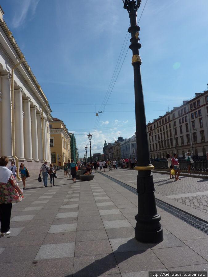 Пешеходная часть у корпуса Бенуа Русского музея