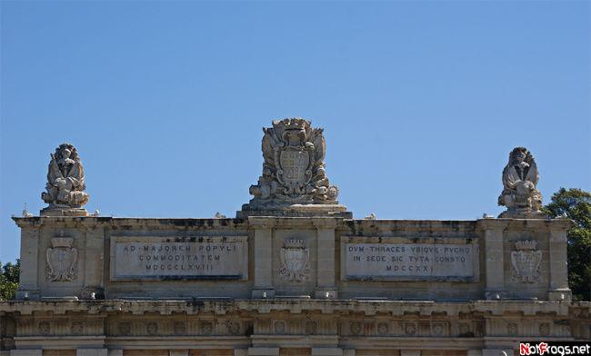 Верхушка ворот на въезде в Валетту