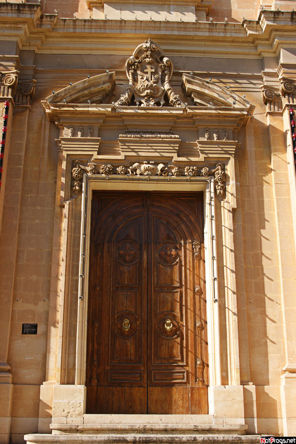 Вход в церковь на улице Мелита