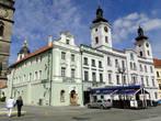 Городская Ратуша. Первое упоминание о ней встречается в 1418 году,  но свой первоначальный облик ратуша не сохранила. Симметричные башенки с часами были пристроены уже в 18 веке