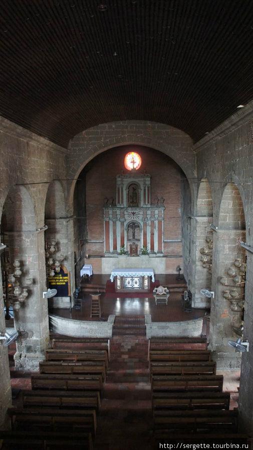 Зал церкви