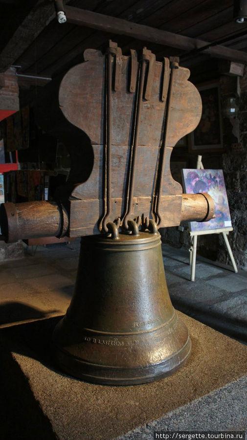 Старый колокол, экспонат.