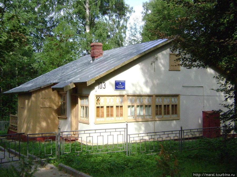 В этом скромном щитовом домике финской постройки начала 50-х годов с 1986 года организован музей И.Д.Папанина.