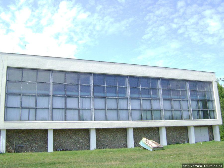 Ихтиологический корпус, где находится, пожалуй, самый интересный музей Борка — музей-аквариум. Там представлены несколько десятков рыб различных видов, как местных, так и экзотических