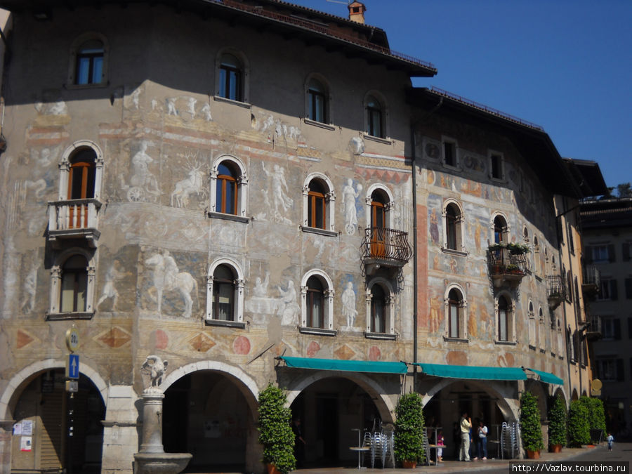 Роспись очень украшает здания