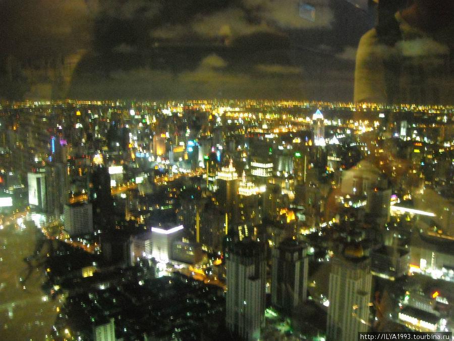 Потрясный вид с 84 этажа!Жалко качество ужасное так как на телефон фотал!