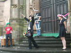 Балон-шоу от немецкого артиста на паперти собора.