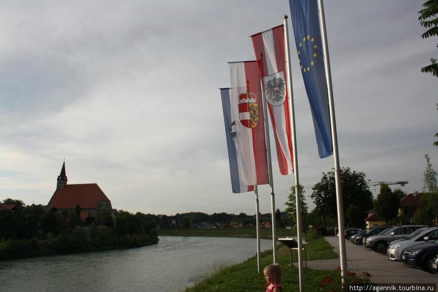 Флаги ЕС, Австрии, Зальцбурга и города