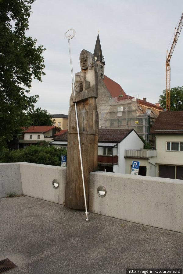 Памятник зальцбургскуму епископу