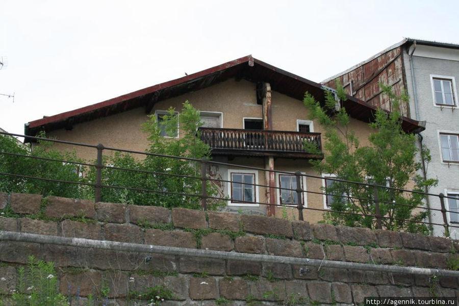 Дома на выской набережной