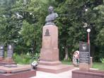Памятник дважды Герою Советсткого Союза В.Лавриненкову