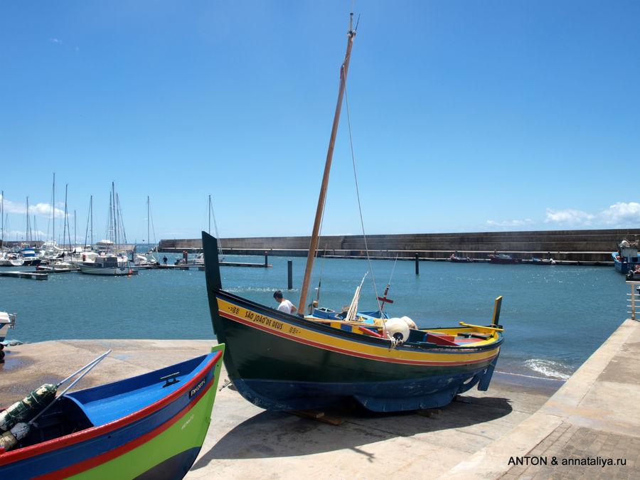 Рыбацкие лодки в Кальете.
