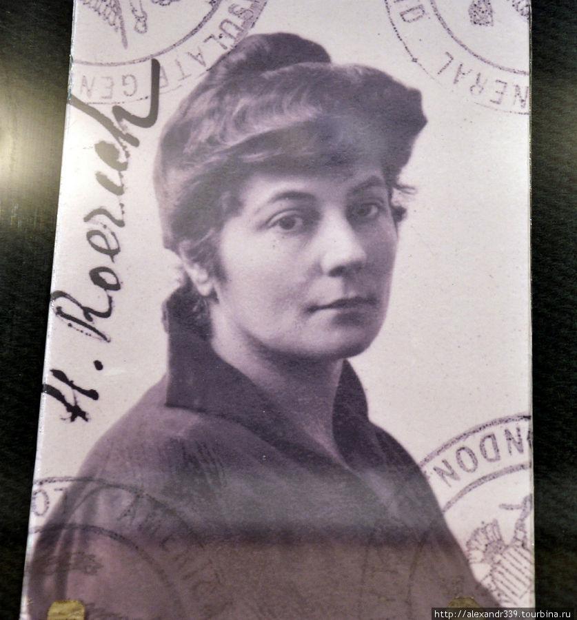 Фотография жены Н.К. Рериха — с загранпаспорта
