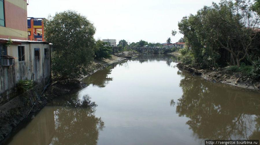 ККак и в любом тропическом городе есть своя речка вонючка