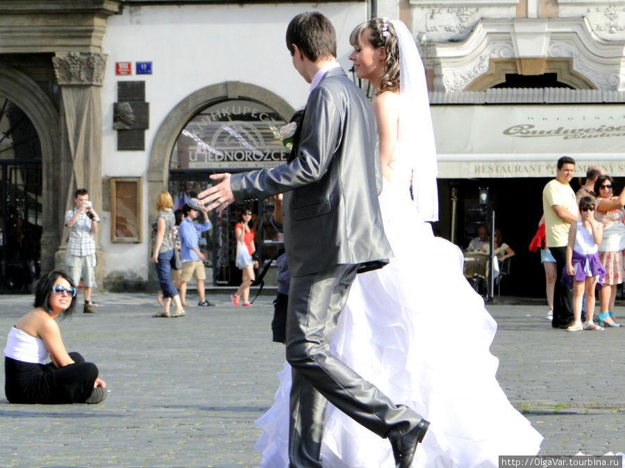 Романтичное прохождение по Староместской площади — всё очень чинно  и местами степенно