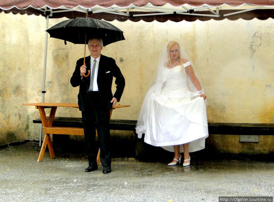 Невеста почему-то заметно волновалась...