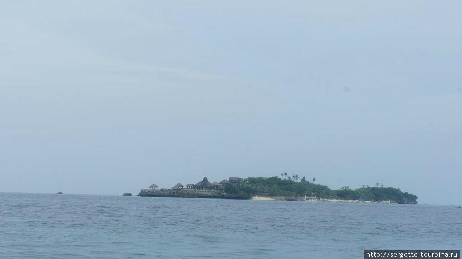 Существуют рядом и такие мелкие островки с ресортами