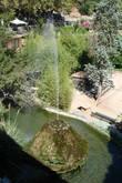 большой фонтан во дворе