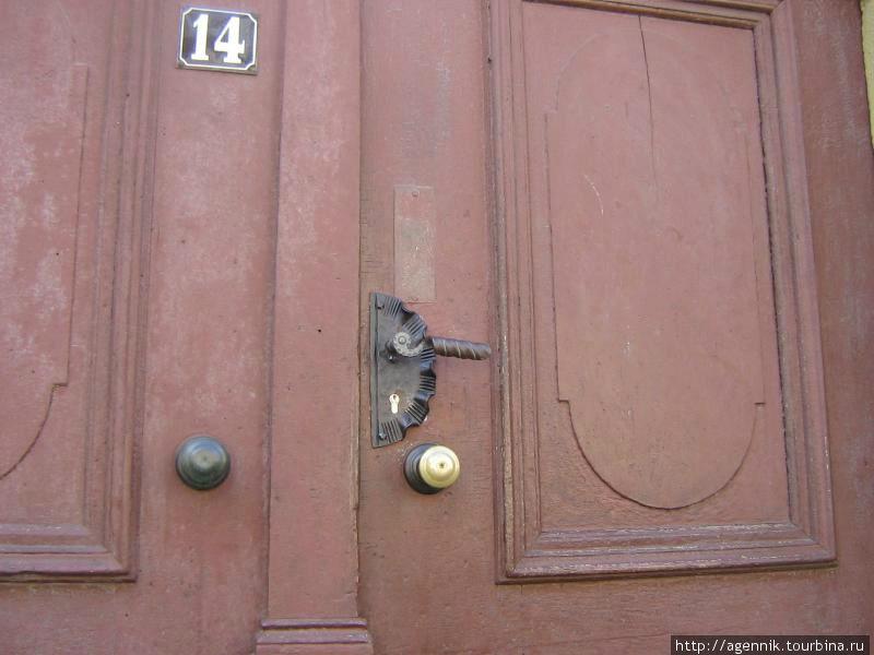 Двери сохранились с позапрошлого века