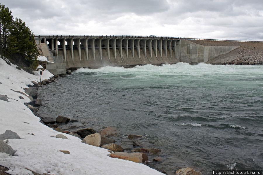 Jackson Lake Dam — дамба на озере Джексон