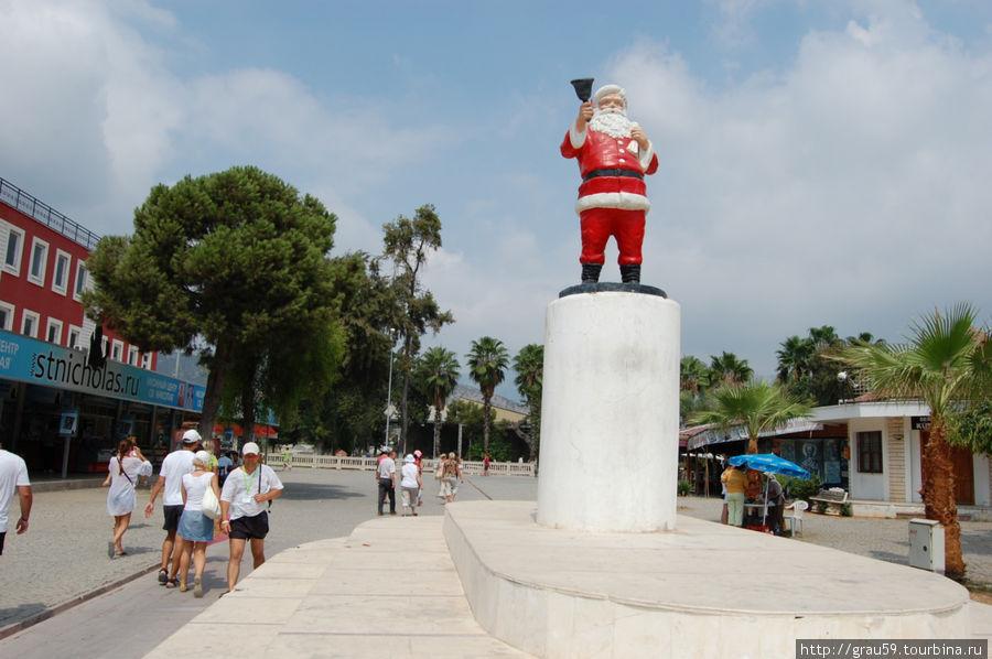 Пам'ятник Санта-Клаусу
