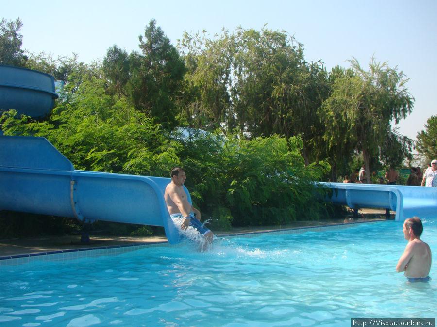 водные горки в основном для детей, хотя и взрослые катаются тоже