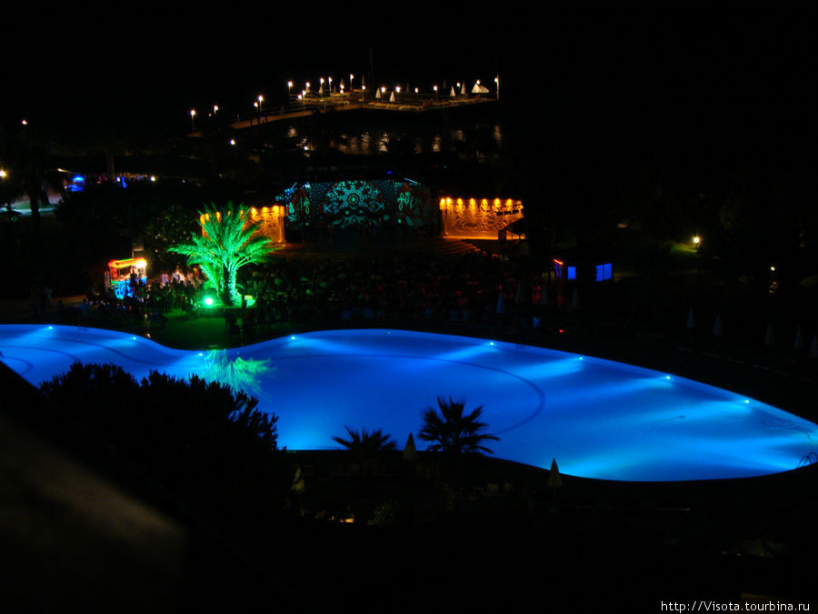 Ночной отель, вид с балкона