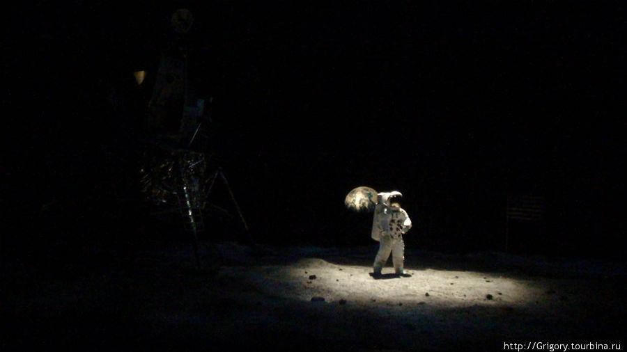 Шоу высадки астронавта на луну