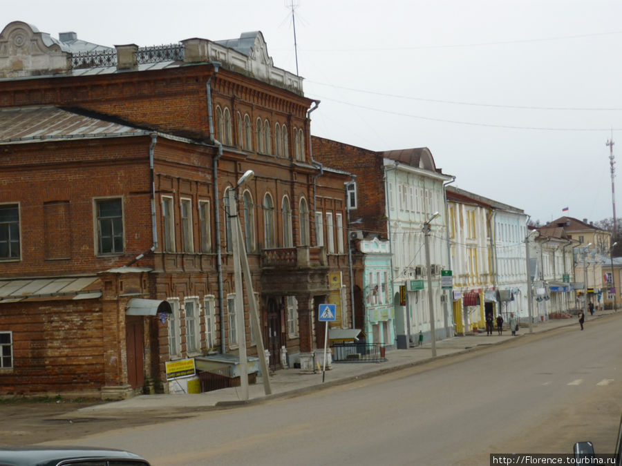 Уголок центра. В желтом домике — фирменный магазин Вереск