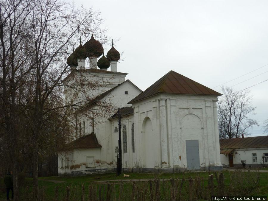 В  церкви со сложным названием Входоиерусалимская расположен краеведческий музей