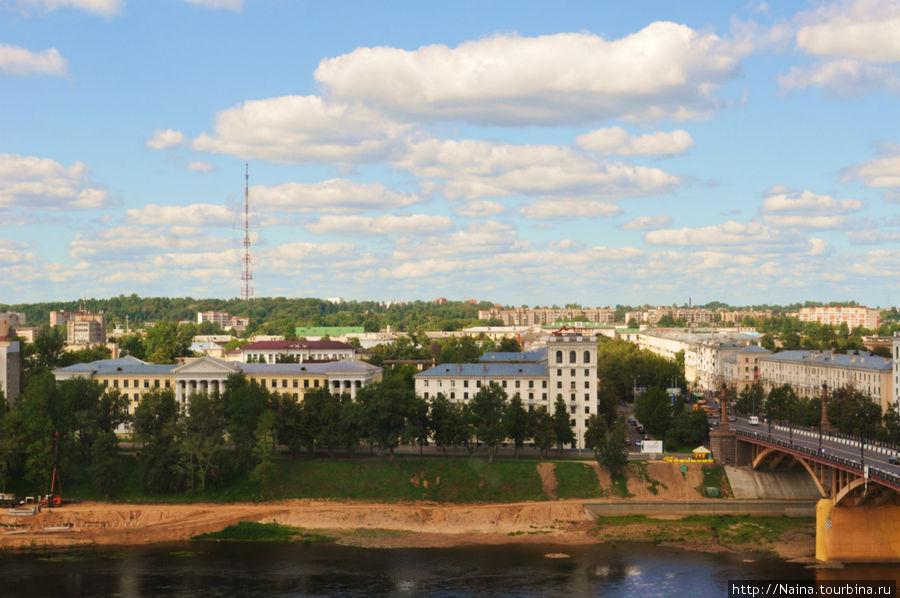 Вид из номера на 11 этаже. Западная Двина и Кировский мост.