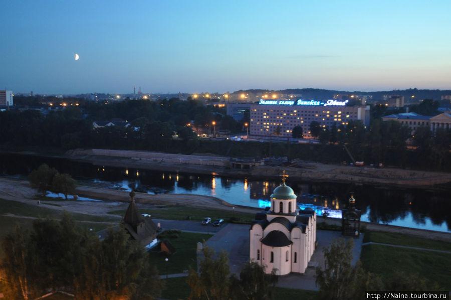 Вид из окна гостиницы на Площадь 1000-летия Витебска.