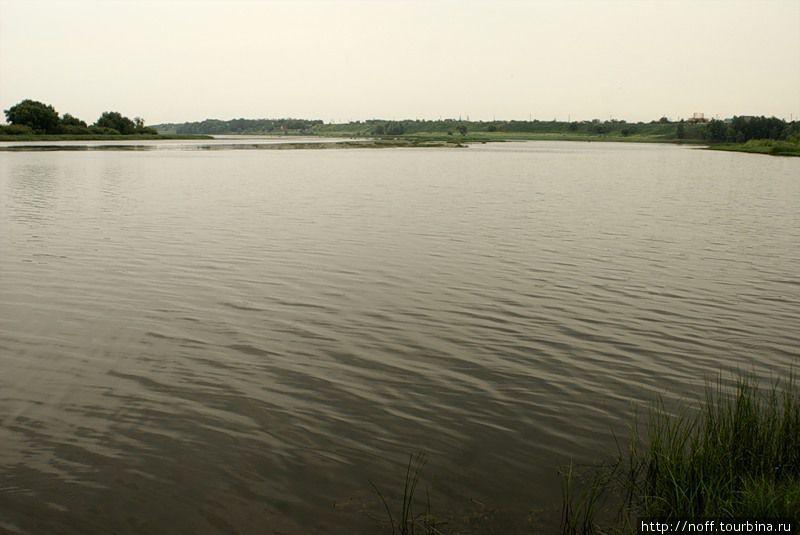 Вокруг водные просторы