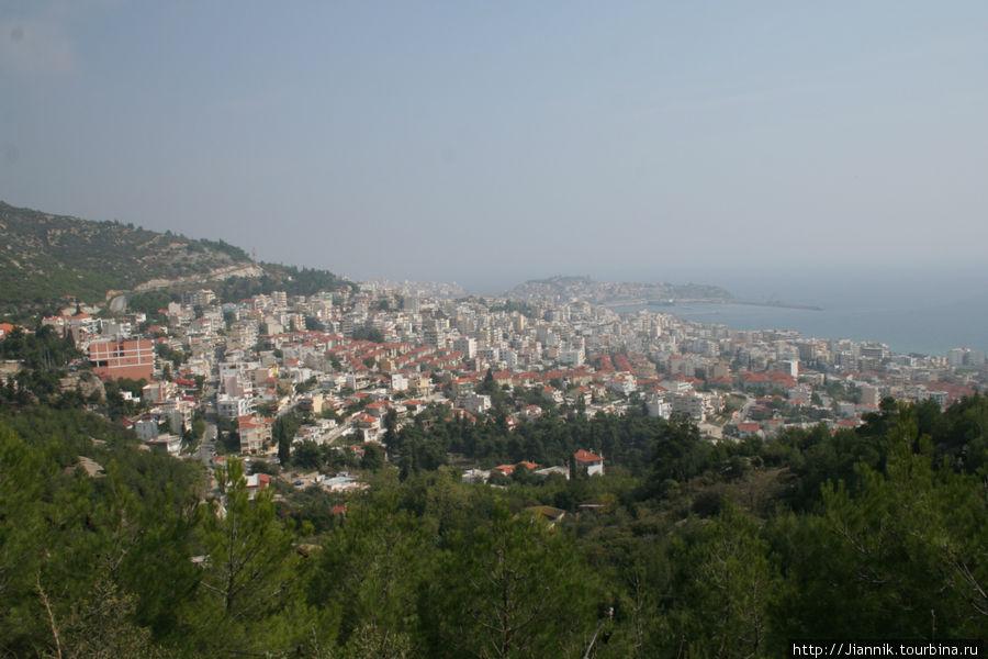Вид на город Кавала. Отсюда тоже отплывают паромы на Самофраки.