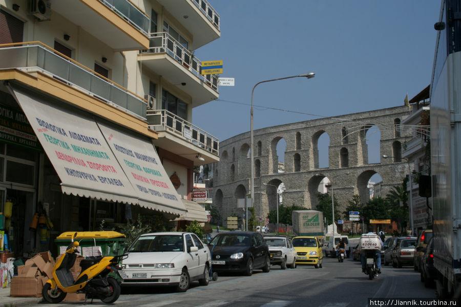 Если ехать на машине в Алексфндруполис, то стоит сделать остоновку в Кавале и прогуляться по городу.