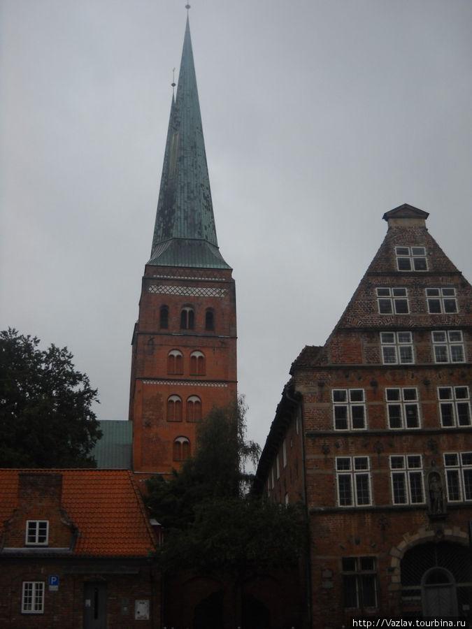 Две башни сливаются в одну