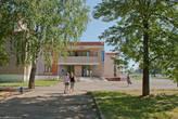 Здание клуба и библиотеки, а ещё там расположен музей Ашальчи Оки, удмуртской поэтессы.