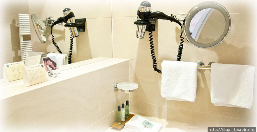 В ванной комнате есть все необходимое, помимо самой ванны еще имеется и душевая кабина.