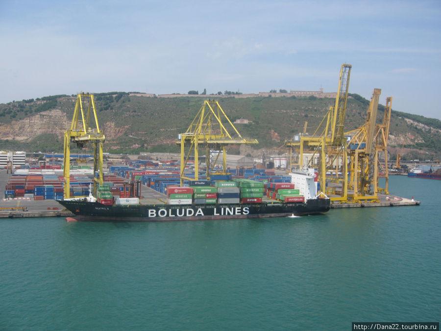 Порт Барселоны. Вид с 12 палубы.