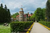 Сигулдский средневековый замок и Новый дворец.