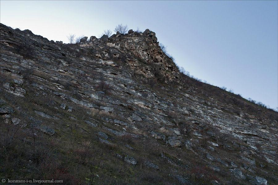Заброшенные кельи скально