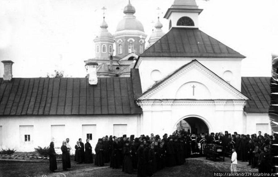 Монастырская братия (фото начала XX века)