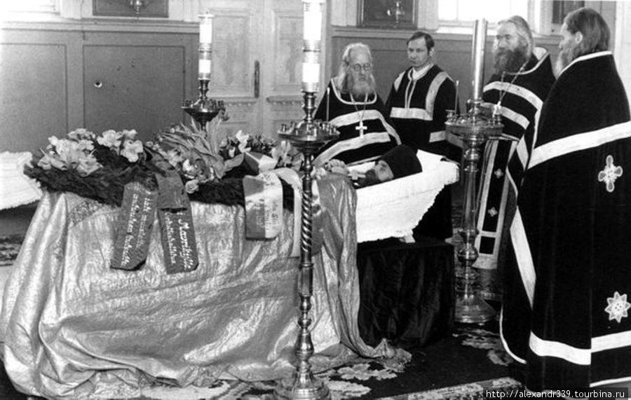 Прощание с последним настоятелем Коневского монастыря игуменом Маврикием